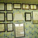 韩国美之爱整形医院的墙上挂满了多年来...