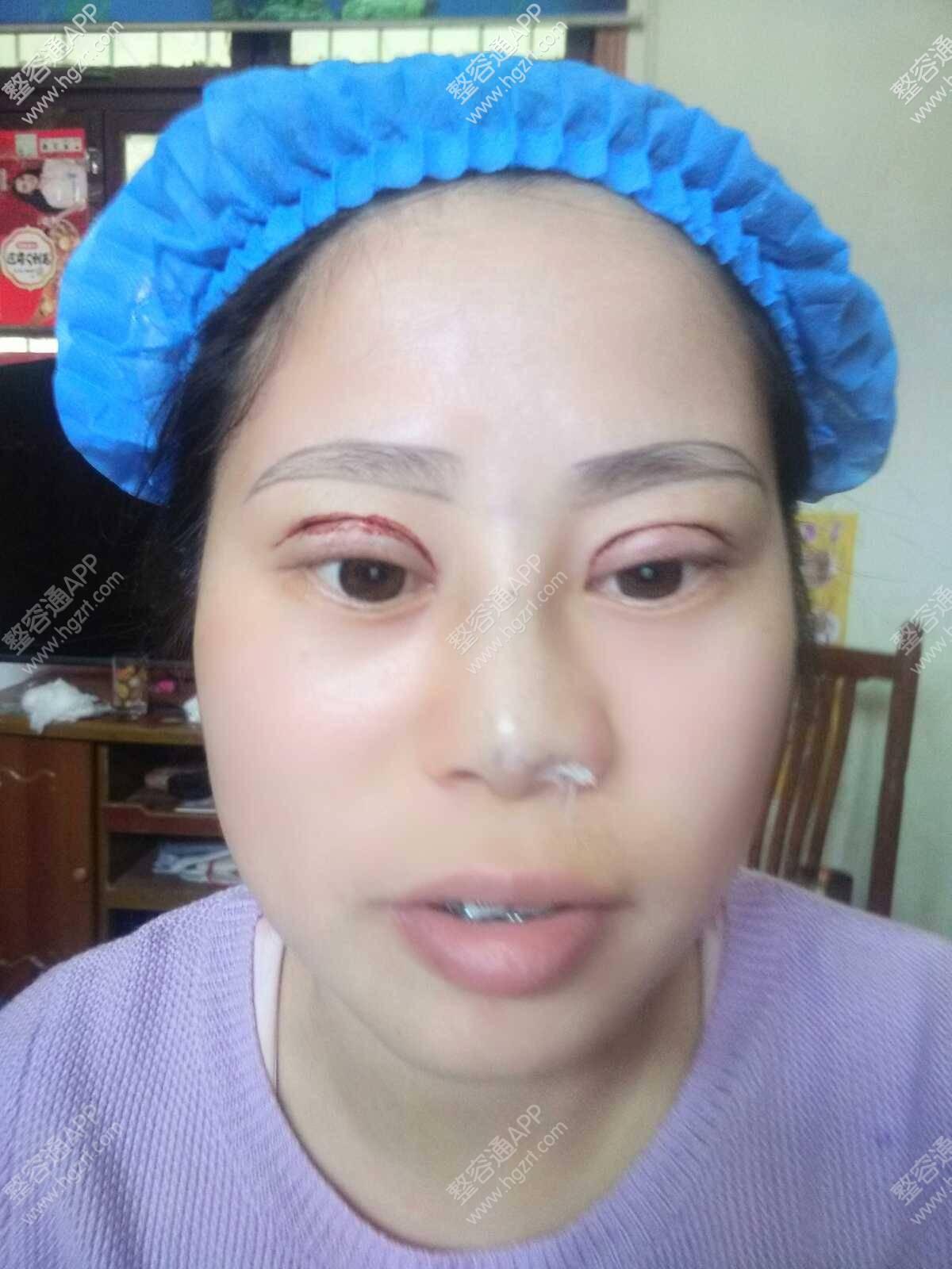 刚刚完成眼睛鼻子  开始设计眉型