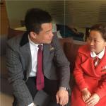 韩国新帝瑞娜整形医院静静坐着两个人 非常...