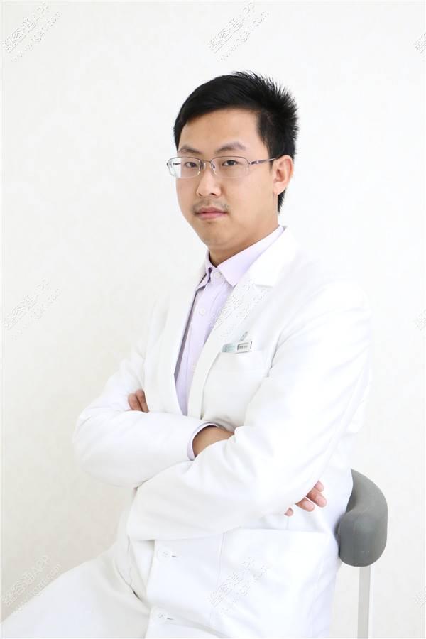 广州健丽医疗美容医院哪位院长做吸脂去眼袋?