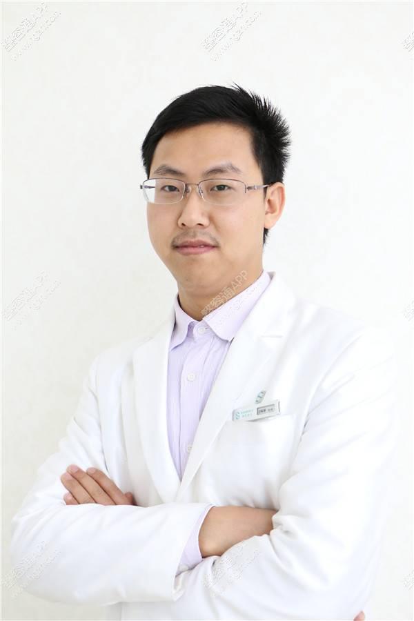 广州健丽医疗美容医院哪位院长做吸脂去眼袋_广州健丽医疗美容
