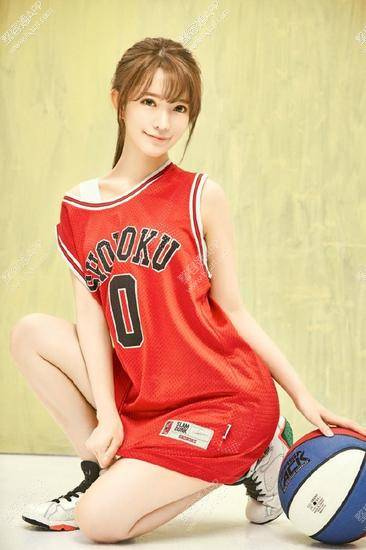 """""""韩国第一美少女""""yurisa在微博分享了一组最新美照"""