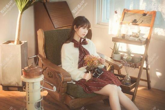 """韩国新生代嫩模yurisa最近可以说是火的不行,在从INS入驻微博后粉丝量更是一路飙升,其逆天的美颜也是被网友称为""""韩国第一美女""""。"""
