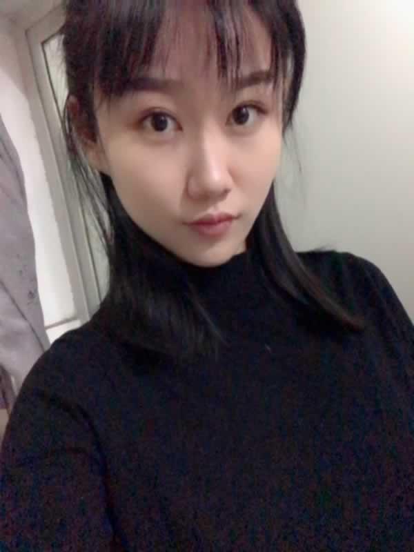 希望瘦脸针也能让我拥有像闺蜜一样漂亮的小V脸